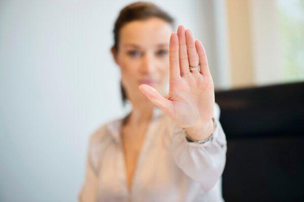 Полезные фразы помогут достойно ответить на оскорбление