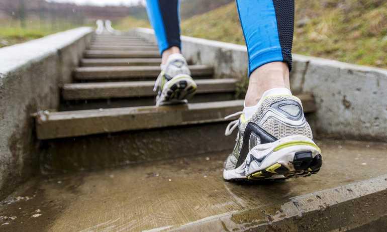 Как правильно и с пользой ходить по лестнице для здоровья и похудения