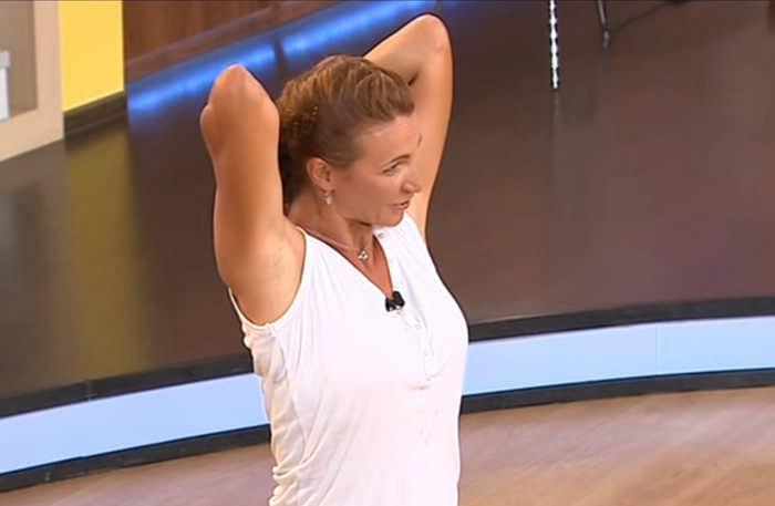 3 коротких комплекса домашних упражнений для обвисших рук для женщин